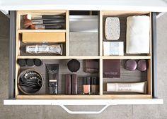Orden i sakene! Velg hvilken farge du vil ha i bunn av skuffen på ditt servantskap i DK-serien fra Svedbergs. www.byggmakker.no