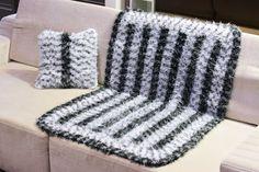 Artesanato com amor...by Lu Guimarães: Como fazer manta felpuda para sofá de crochê