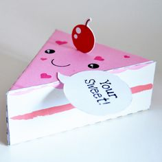 Folderable paper cakes. This would be a really cute way to send someone home with a favor for a party
