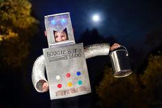Roboter-DIY Faschingskostüm aus Karton und Styropor