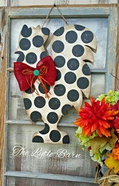 Painted rooster Painted Doors, Wooden Doors, Wooden Signs, Burlap Signs, Burlap Crafts, Wooden Crafts, Burlap Wreaths, Door Wreaths, Burlap Door Hangers