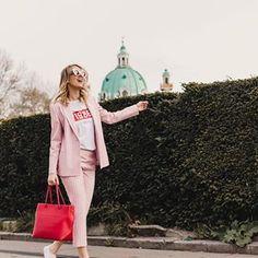 Lena | mit Handkuss 🖤 (@mithandkuss) • Instagram-Fotos und -Videos    #mithandkuss #mithandkuss #Austria #AustrianBlogger #Blog #Blogger #BrandAmbassador #Collaboration #Vienna #wien #Vienna #Lifestyle Top Blogs, Brand Ambassador, Jumpsuit, Social Media, Lifestyle, Instagram, Videos, Womens Fashion, Photos
