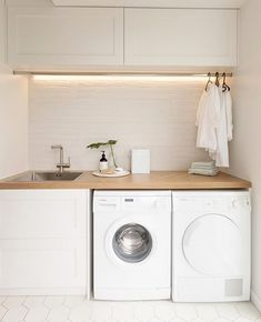 Laundry Room Ideas Discover This stylish laundry will make you want to do the washing With its herringbone oak benchtop white hexagon tiles and bagged-brick splashback this laundry is anything but ordinary. Take a look here Laundry Decor, Laundry Room Organization, Laundry Room Design, Laundry In Bathroom, Organization Ideas, Laundry Room Small, Laundry Room Cabinets, Laundry Closet, Laundry Cupboard