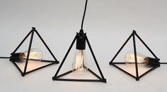 Luminária Tetraedro, do estúdio Outra Oficina, de Leo Capote e Marcelo Stefanovicz