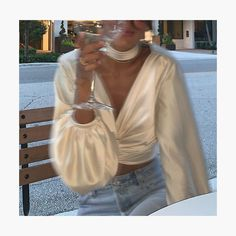 Cetim: A trend chic que salva qualquer look de ano novo outfits style summer teenage frauen sommer for teens outfits Fashion Design Inspiration, Inspiration Mode, Classy Aesthetic, Aesthetic Clothes, Aesthetic Girl, Urban Aesthetic, Mode Outfits, Fashion Outfits, Womens Fashion