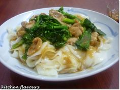 kitchen flavours: Phat Kuaytiaw Raat Naa Muu (Stir-Fried White Noodles with Pork)