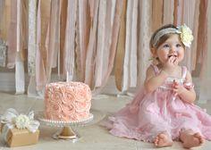 Para as mamães que estão preparando a festa de 1 aninho do seu bebê, que tal fazer um ensaio Smash The Cake? Fica lindo, é uma recordação para a vida toda e o melhor as mamães que gostam de inventar moda como eu podem fazer o bolo, tem um mais lindo que o outro se inspire. #Dádivademãe #SmashTheCake #IdeiadebolosparaSmashTheCake