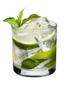Fresco  1 1/2 oz mezcal  Mezclar con:  3 gajos de limón  6 hojas de menta  1/4 oz jugo de lima  1/4 oz de jarabe natural