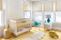 Babyzimmer mit fotowand gestalten wei und gelb kombinieren babyzimmer pinterest - Ausgefallene babyzimmer ...