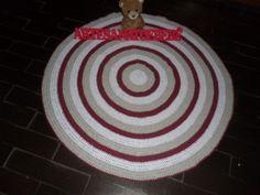 tapete de croche,confeccionado com barbante de algodão <br>cores: branco. caqui e bordo <br>produto lavável,segue instruções do fabricante do barbante