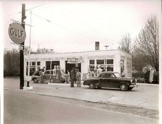 Vintage Photographs, Vintage Photos, Route 66 Trip, Old Gas Pumps, Old Garage, Old Gas Stations, Oil And Gas, Historical Society, Vintage Auto