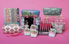 Accesorios variados con diferentes diseños de Flamenco #flamenco #accesorios #rosa  #originales