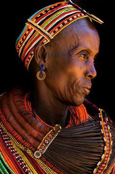 Africa | Rendille woman. Northern Kenya | ©Benoît Feron