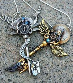Unlock the Steampunk in you with this gorgeous design steampunk necklace in two designs in silver and gold!