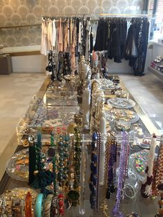 Luxury Garage Sale is an upscale consignment brand specializing in pre-owned designer clothing, shoes and accessories. Consignment Online, Luxury Consignment, Pop Up Market, Luxury Garage, Second Hand Shop, Lincoln, Boudoir, Thrifting, Shops
