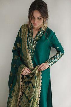 Asian Wedding Dress Pakistani, Pakistani Outfits, Indian Bridal, Indian Designer Outfits, Designer Dresses, Indian Party Wear, Indian Wear, Desi Wear, Embroidery Suits