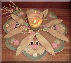 An Easter felt penny rug via cathspennies.blogspot.com