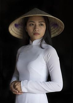Beautiful Girls Wearing Elegant Ao Dai In Vietnam Vietnam, Ao Dai, Asian Woman, Asian Girl, Costume Ethnique, Female Character Inspiration, Model Face, We Are The World, Beautiful Asian Women