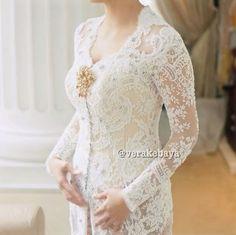 Wedding Photography Modern Lace Dresses Ideas For 2019 Vera Kebaya, Kebaya Lace, Kebaya Brokat, Dress Brokat, Kebaya Dress, Batik Kebaya, Wedding Abaya, Kebaya Wedding, Wedding Dresses