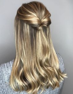 Holiday hair by using Elixir Ultime Hair Oil Holiday Hair von mit Elixir Ultime Hair Oil Braided Ponytail Hairstyles, Straight Hairstyles, Braided Hairstyles, Woman Hairstyles, Casual Hairstyles, Elegant Hairstyles, Curly Hair Styles, Natural Hair Styles, Long Thin Hair