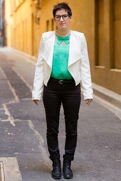 メルボルン City Center, MELBOURNE. Casey Milic, public servant. Le Château trousers, vintage belt and boots, Forever 21 glasses. 【スライドショー】アジアの街角ファッションスナップ―メルボルン、シンガポールなど