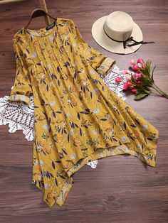 Floral Printed Irregular Hem Vintage T-shirts For Women look chipper and natural. NewChic has a lot of women T-shirts online for your choice, believe you will find your cup of tea Mobile. Vestidos Vintage, Vintage Dresses, Blouse Vintage, Tshirts Vintage, Moda Mania, Mode Cool, Blouses For Women, T Shirts For Women, Vintage T-shirts