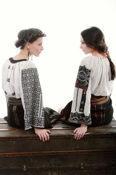 Folk Embroidery, Embroidery Fashion, Modern Embroidery, Embroidery Designs, Folk Fashion, Ethnic Fashion, Traditional Fashion, Traditional Dresses, Boho