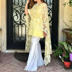 Simple yet chic, turn your glam on this summer! #yellow #itwasallyellow #lace #duppata #pakistan #fashion #gharara #pants #indianbride #india #style #styleblogger #fashion #fashionista #blogger #couplegoals #girls #girlpower #white #whatsnew #trending #nude #chantillylace