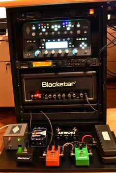 Awesome Little Guitar Gear Rack