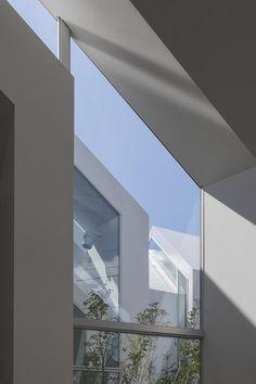 Asahicho Clinic by hkl studio