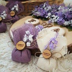 DIY Lavender Bath Bombs Ingredients: This recipe creates about 12 bath bombs. Wedding Gifts For Guests, Wedding Favours, Diy Wedding, Rustic Wedding, Wedding Souvenir, Nautical Wedding, Lavender Bags, Lavender Sachets, Bottle Crafts