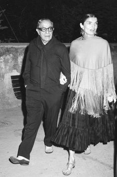 Nadire Atas on Jacqueline Bouvier Kennedy Onassis Jackie O Camelot Jackie & Aristotle Onassis: Muses, Jacqueline Kennedy Onassis, Estilo Jackie Kennedy, Jaqueline Kennedy, Los Kennedy, Die Kennedys, Estilo Retro, Famous Couples, How To Pose, Lady