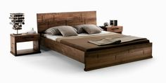 bonita cama con cabecero de madera