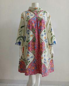 Batik Fashion, All Fashion, Fashion Dresses, Womens Fashion, Batik Dress, Blouse Dress, Dress Batik Kombinasi, Pregnancy Outfits, Pakistani Outfits