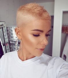 New Short Hairstyles - February 11 2019 at Super Short Pixie, Short Sassy Hair, Very Short Hair, Short Hair Cuts, Short Hair Styles, Long Pixie, Punky Hair, Edgy Hair, Shaved Pixie