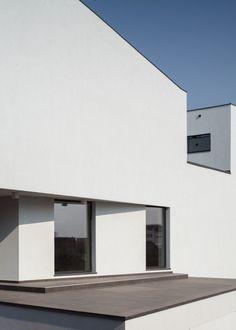Afumati House, Romania   Manadelucru Architects