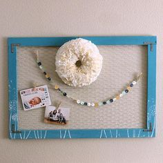 Chalky Finish Chicken Wire Frame -- Display photos and schedules on a chicken wire frame.  #decoartprojects
