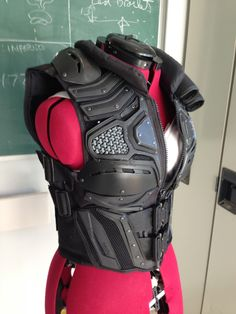 Tactical Vest Body Armor Want to make a fantasy leather armour version. Tactical Armor, Costume Armour, Sci Fi Armor, Ninja Armor, Cosplay Armor, Dc Cosplay, Tac Gear, Armor Concept, Body Armor