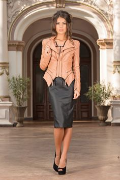 A very chic nude leather jacket that can be worn with a pair of jeans or with a dress. The Sculptural Nude Jacket adds a stylish layer to your everyday look. This jacket is designed to be fitted, so buy to your size. Work Looks, Night Looks, Fashion Essentials, Jacket Style, Street Chic, Classic Looks, Spring Outfits, Leather Jacket, Trending Outfits