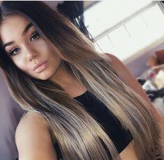 Pretty hair color and makeup Pretty Hair Color, Clip In Hair Extensions, Hair Highlights, Hair Dos, Balayage Hair, Dark Hair, Pretty Hairstyles, Hair Inspiration, Hair Makeup
