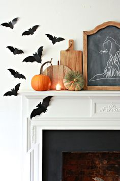 It's a BATulous Halloween Home Tour! See how to decorate for Halloween inexpensively and creatively, while making your home look spooktacular for Hallowen. Halloween Mantel, Halloween Photos, Halloween Home Decor, Halloween House, Holidays Halloween, Halloween Kids, Halloween Themes, Halloween Crafts, Halloween Decorations
