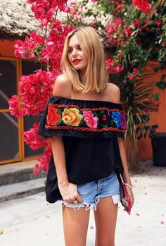 Spring is the time for bold moves with your outfits, and what is better than shoulderless tops and dresses? These are great in boho style, but also can Beauty And Fashion, Look Fashion, Passion For Fashion, Classy Fashion, Party Fashion, Fashion Jeans, Fashion Black, Street Fashion, Womens Fashion