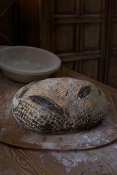 Medieval Black Bread recipe - Pan medieval, receta paso a paso Medieval Recipes, Ancient Recipes, Baking Flour, Bread Baking, Yeast Bread, Viking Food, Bread Recipes, Cooking Recipes, Bon Ap