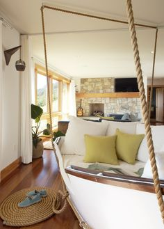 Design tips for a beach house look. Five tips to give your home a coastal beach house design. Boat Decor, Beach House Decor, Beach Houses, Style At Home, Fashion Room, Home Fashion, Contemporary Design, Home Furnishings, Home Furniture