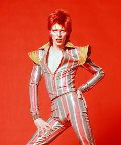 Bowie to 100 books to read. Jack Kerouac, Spike Milligan and Sarah Waters among star's favourite authors, revealed at exhibition in Ontario Jena Malone, David Bowie Tribute, David Bowie Ziggy, Aladdin Sane, Ziggy Stardust, Madison Square Garden, Celine Dion, Freddie Mercury, Kanye West