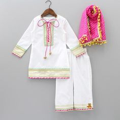 Steal the show with our party, designer & birthday dresses / outfits for children. Shop for clothes of young girls & boys - 15 Years] Baby Girl Dress Design, Girls Frock Design, Kids Dress Wear, Kids Gown, Kids Wear, Fancy Dress, Baby Girl Frocks, Frocks For Girls, Baby Frocks Designs