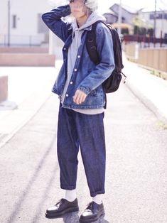 デニムonデニム パンツのタックと革靴でそこまで野暮ったく見えない、はず:D リュックはしっかり上ま