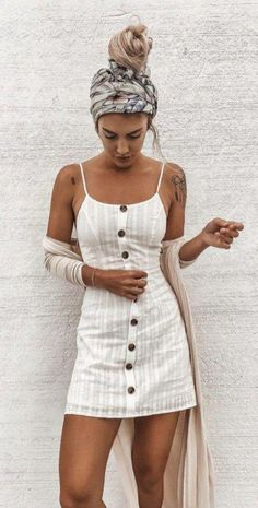 This is one of the linen trendy summer outfits! #summeroutfits #linendress #headwrap #summerfashion #summerstyle #linenfashion #buttonupdress #springwomensfashion