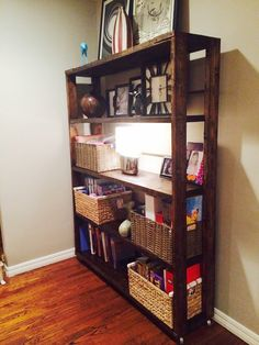 DIY Reclaimed Pallet #Bookshelf / #Bookcase | 99 #Pallets