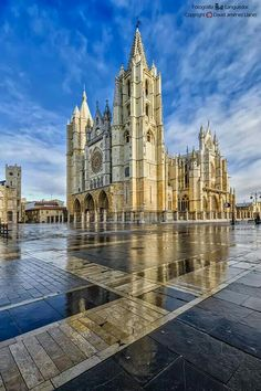León,  catedral #leonesp #vidrio #glass #vidro #catedrales Cathedral Architecture, Religious Architecture, Gothic Architecture, Church Pictures, Building Facade, Beautiful Buildings, Religious Art, Italy Travel, Barcelona Cathedral